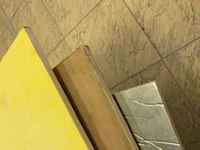 Плита ППУ ТИС – это особо прочная теплоизоляционная плита из жесткого пенополиуретана, плотностью от 50 до 300 кг/м3, которая имеет покровный слой из технической бумаги, стеклопластика или фольги.